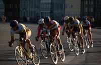 自転車レースする外国人男性 コペンハーゲン デンマーク