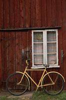 ボロ家と自転車
