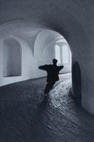 ランドタワー内部を走る男性 コペンハーゲン デンマーク 01068004052| 写真素材・ストックフォト・画像・イラスト素材|アマナイメージズ