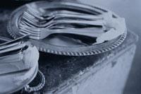 皿の上の複数の銀のフォーク