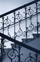階段手すり B/W オーストリア 01068005100| 写真素材・ストックフォト・画像・イラスト素材|アマナイメージズ