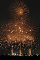 とりで利根川大花火の花織 和火音楽 01071013095| 写真素材・ストックフォト・画像・イラスト素材|アマナイメージズ