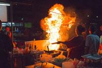 ナイトマーケットの中華料理の屋台 クラビタウン