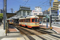 道後温泉駅と伊予鉄道の電車