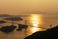 夕暮れの来島海峡大橋