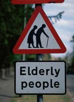 老人注意の標識 イギリス