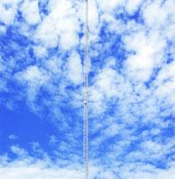 海岸に立つ無線塔
