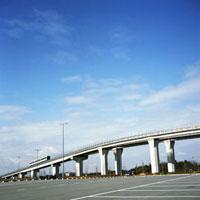 青空を背景に走るリニアモーターカー 01143045456| 写真素材・ストックフォト・画像・イラスト素材|アマナイメージズ