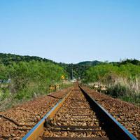 参宮線の線路と青空