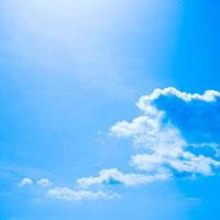 逆光に輝く白い雲