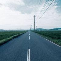 直線に進む農道