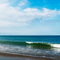 大洗海岸に打ち寄せる波