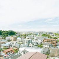 郊外住宅地の家並 01143045628  写真素材・ストックフォト・画像・イラスト素材 アマナイメージズ