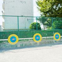 投球の的がある団地公園 01143045636  写真素材・ストックフォト・画像・イラスト素材 アマナイメージズ
