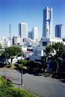 横浜市戸部の高台から見る、みなとみらいと街並