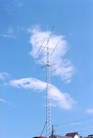 青空と白い雲とアンテナ