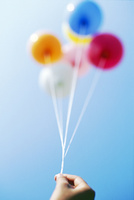 青空と五つの風船 01143046239| 写真素材・ストックフォト・画像・イラスト素材|アマナイメージズ