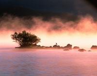 朝霧湧く桧原湖    福島県