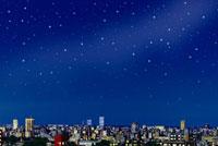 広がる星空と都市の夜の街並み