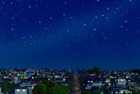 星空と坂道のある住宅地の夜景