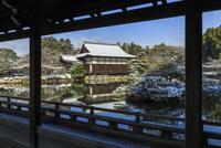 冬の平安神宮泰平閣から見る尚美館