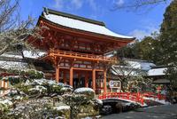 雪の上賀茂神社楼門