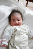 微笑む赤ちゃん 01283004800| 写真素材・ストックフォト・画像・イラスト素材|アマナイメージズ