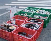 回収リサイクルで分別された空き缶や空き瓶