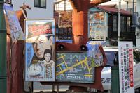 映画看板と商店街の案内地図