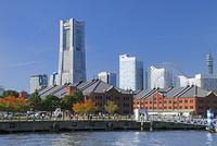 横浜ランドマークタワーと赤レンガ倉庫