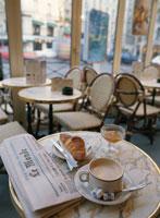 カフェのテーブルの上の朝食