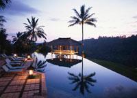 夕暮れのプール   バリ島 インドネシア