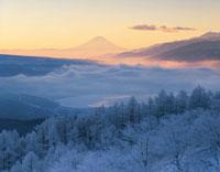 朝の諏訪湖と富士山  長野県