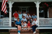 テラスに座る外国人の家族 アメリカ