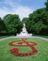 モーツァルト像と音符 ブルグ庭園 ウィーン オーストリア