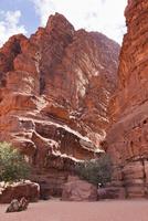 ワディラムのハザリ峡谷の入口 01431035949| 写真素材・ストックフォト・画像・イラスト素材|アマナイメージズ