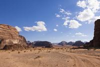 ワディラムの砂漠と岩山