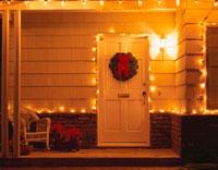 クリスマスリースの飾られたドア