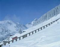 雪原とケーブルカー ミューレン スイス
