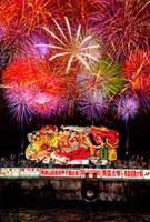 青森ねぶた祭り海上運行と青森花火大会