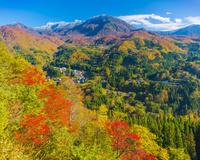 紅の秋山郷と苗場山