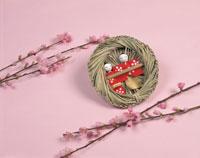 流し雛と桃の花