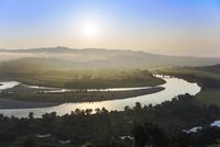 山本山より朝もやの信濃川