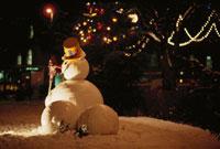 雪だるまとクリスマスイルミネーション