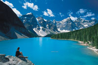 Woman enjoying the viewa at Moraine Lake