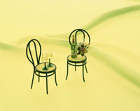 ミニチェアーとワイングラス 01522010025| 写真素材・ストックフォト・画像・イラスト素材|アマナイメージズ