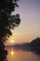 タンボパタ川の日の出 ペルー