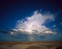高積雲の入道雲から降る雨