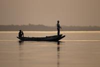 ガンビア川の漁師