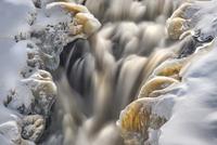 春のカウィシウィ滝